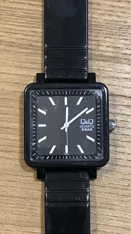 リサイクルショップに売っていた腕時計、電池切れです。