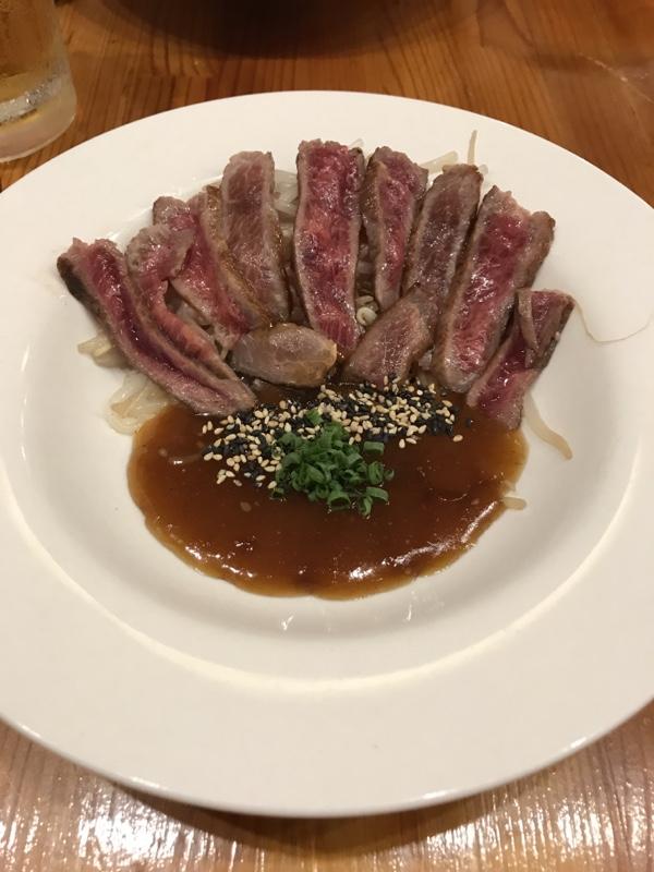 ステーキ、ソースにとろみがつけてあり、お肉に良く絡みます。