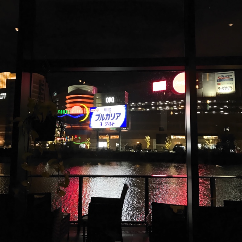 夜景を眺めながらのお酒は格別ですね^_^