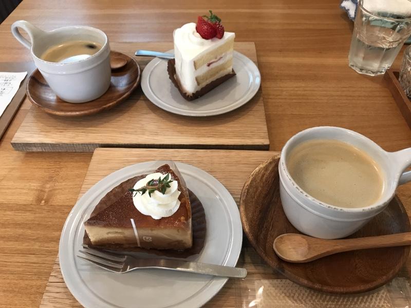 イチゴのショートとキャラメルチーズケーキ